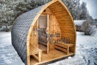 Schöne Gartensauna Iglu Design im Winter mit Panoramafenster
