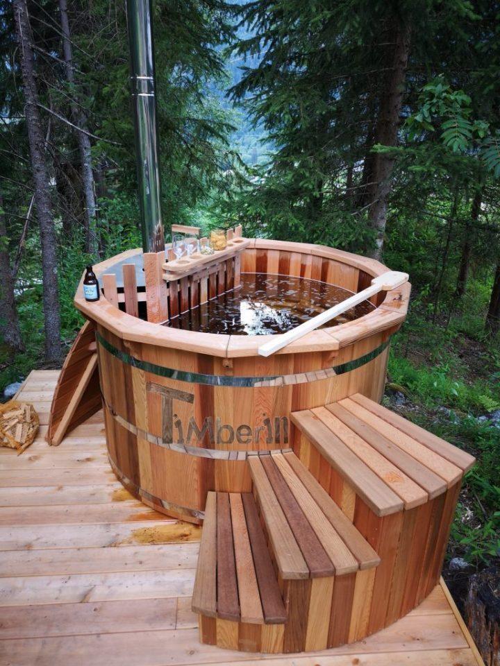 Holz-Whirlpool aus roter Zeder mit interner Heizung
